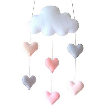 Dekoracja sufitu z motywem chmury i wiszącej dekoracji serc