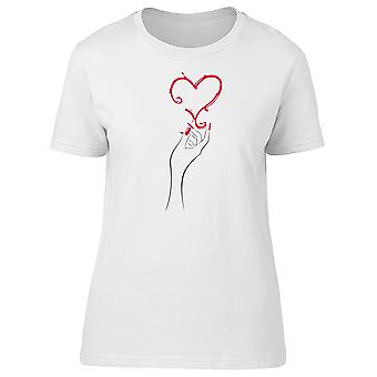 Main tenant coeur Tee femmes-Image de Shutterstock