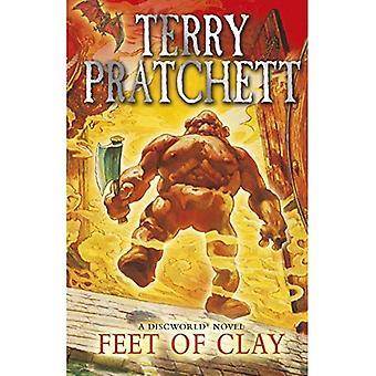 Fötter av lera: (Skivvärlden roman 19)
