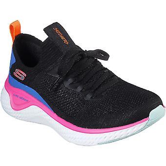 Skechers النساء الانزلاق الصمامات الشمسية على أحذية المدرب المطلي