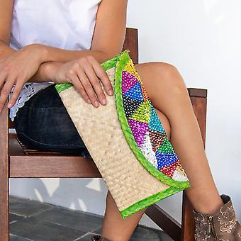 Τσάντα συμπλέκτη άχυρο κεντημένο με πολύχρωμη πούλια. Τρίγωνα με