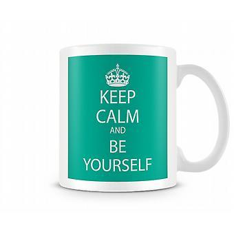 Behåll lugnet och vara dig själv tryckt mugg