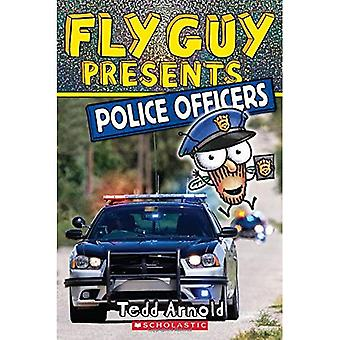 Fly Guy Presents: Police Officers (Scholastic Reader:� Level 2)