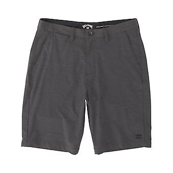 Billabong Crossfire Anfibios Shorts en asfalto