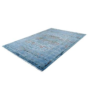 Tapis vintage orientale ornement motif ornemental utilisé optique frange salon bleu