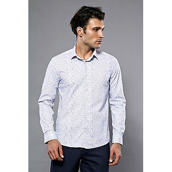 Dot-patterned white shirt   wessi
