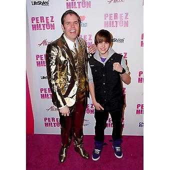 Perez Hilton Justin Bieber på ankomster For Perez Hilton 32dre bursdag Party Paramount Studios Los Angeles Ca mars 27 2010 Foto av Sara CozolinoEverett samling kjendis