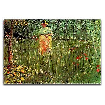 Eine Frau, die in einer Gartenleinwand spazieren geht