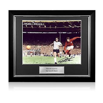 ジェフ・ハーストがイングランドサッカーにサイン 写真:1966年ワールドカップ3点目デラックスフレーム