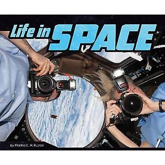 Life in Space by Martha E. H. Rustad - 9781515798217 Book