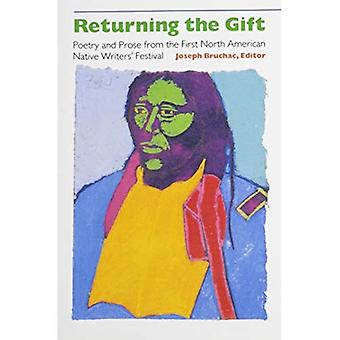 Returning the Gift: Poetry and Prose from the First North American Native (Sun Tracks)