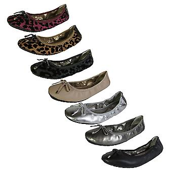 Me Too Womens Halle Leather Ballet Flat Shoe