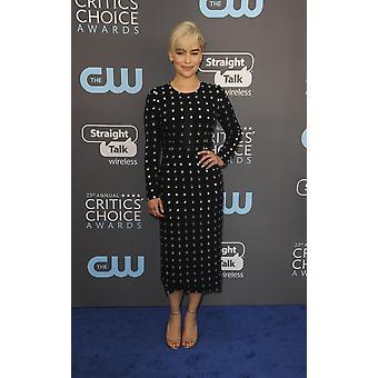 Emilia Clarke en salidas para la elección de los críticos premios 2018 Barker Hangar de Santa Mónica Ca enero 11 2018 foto por Elizabeth GoodenoughEverett colección famosos