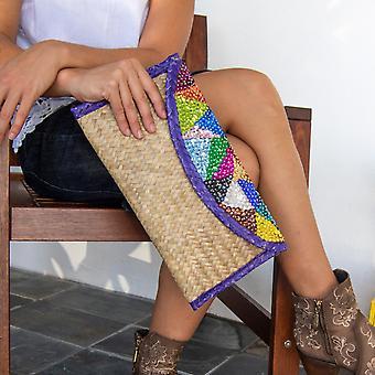 Handgemachte kleine Tasche mit bunten Pailletten. Stickerei Dreiecke