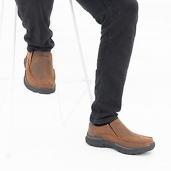 Skechers أنفق هيلانو Mens الجلد زلة على الأحذية براون