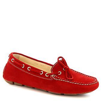 أحذية ليوناردو المرأة المصنوعة يدويا الانزلاق على قارب mocassins في جلد الغزال الأحمر