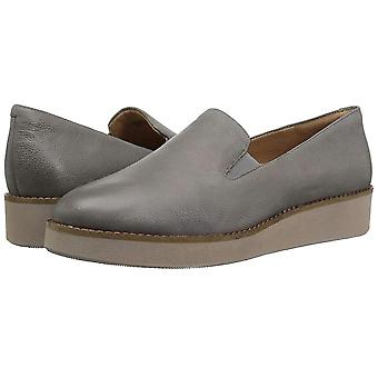 SoftWalk Womens Whistle Leather Closed Toe Loafers