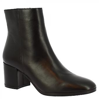 Leonardo Shoes Women's handmade squared heels ankle boots in black calf leather with zip closure