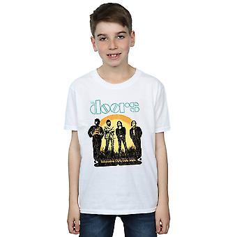 Os rapazes de portas esperando a t-shirt Sun