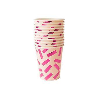 Kaunis vaaleanpunaisissa konfettikupissa