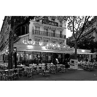 כיסאות ושולחנות במסעדה בזריחה קפה דו טרוקדרו פריז Ile-de-צרפת פוסטר הדפסה על ידי תמונות פנורמיות