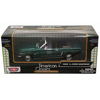 MotorMax American Classics - 1964 1/2 Ford Mustang Green  1:24 Convertable