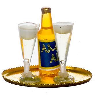 Nuket Talo Pilsner Pullo && amp; 2 täyttä lasia kultatarjottimella Miniatyyri