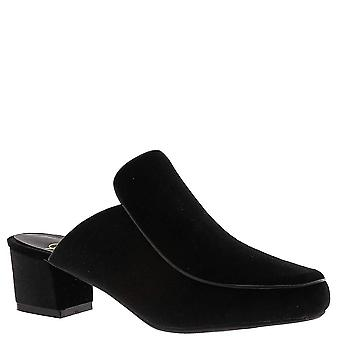 Beacon Womens Natasha Closed Toe Casual Slide Sandals