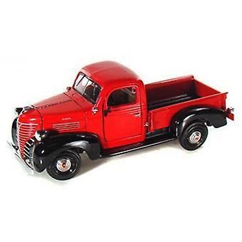 MotorMax American Classics - 1941 Plymouth Pickup Rot 1:24
