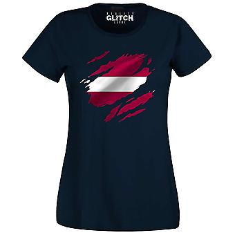 Verkligheten glitch trasiga Lettland flagga Womens t-shirt