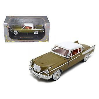 1957 Studebaker Golden Hawk Gold 1/32 Diecast Model Car by Signature Models