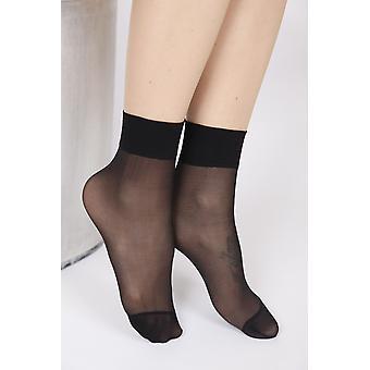 جوارب سوداء محضة
