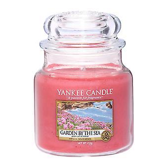 Yankee kynttilä klassinen keskikokoinen jar Puutarha meren rannalla kynttilä 411g