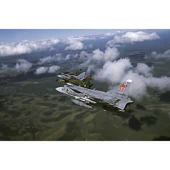 Lulea Ruotsi - neljä Saab 37 Viggen taistelijat Ruotsin ilmavoimien Juliste Tulosta