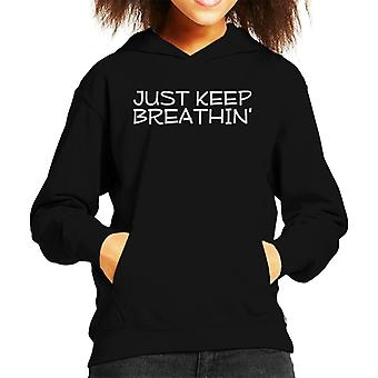 Halten Sie einfach Breathin Kid's Kapuzen Sweatshirt