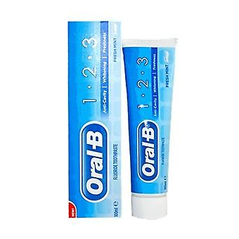 Oral B 1-2-3 creme dental com flúor