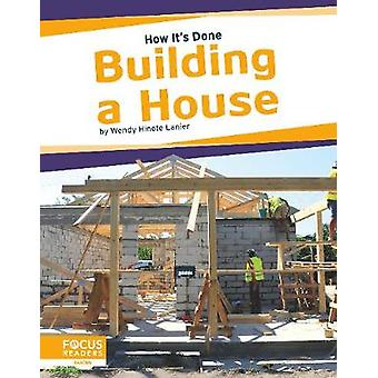 How It's Done - Building a House by Lanier - -Wendy Hinote - 978164493