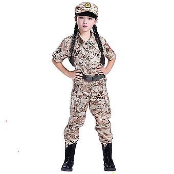 Militäruniform im Freien