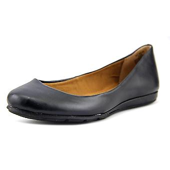 American Rag Womens Aellie1 Closed Toe Ballet Flats