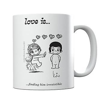 El amor es encontrarlo irresistible taza
