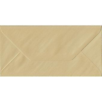 Champagne gegomd DL gekleurde crème enveloppen. 100gsm FSC duurzaam papier. 110 mm x 220 mm. bankier stijl envelop.