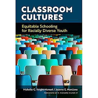 Klassenzimmer Kulturen: Gerechte Schulbildung für rassisch verschiedenen Jugend