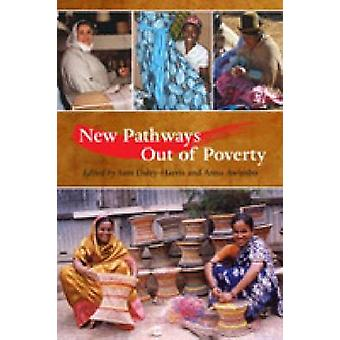 New Pathways Out of Poverty by Sam Daley-Harris - Anna Awimbo - 97815