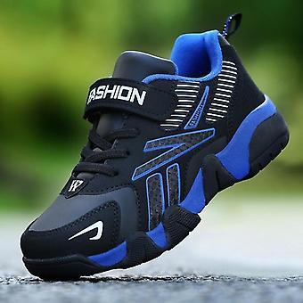 أحذية رياضية عارضة