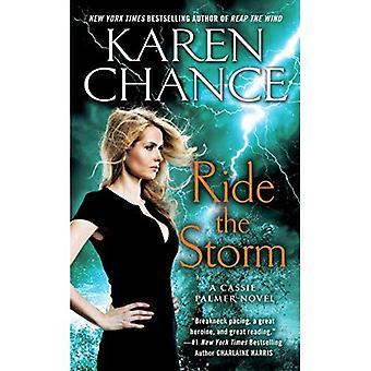 Fahren Sie den Sturm: Ein Cassie Palmer Roman