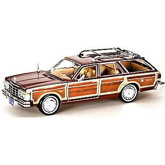 MotorMax Timeless Legends - 1979 Chrysler LeBaron Town & Country Brown 1:24