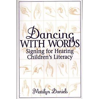 Dans med ord som registrerar för förhandlingen barnens läskunnighet av Daniels & Marilyn
