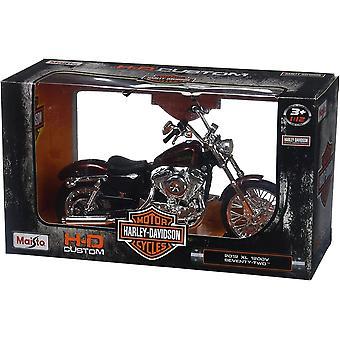 Maisto Harley Davidson 2012 XL 1200V Seventy Two Red Motorbike  1:18