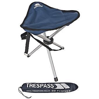 带提包的绊倒式三脚架露营椅