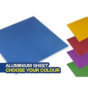 Anodisoitu värillinen alumiinimuuriarkki. 100x100mm ja 0.7mm paksu. Valitse värisi